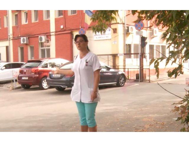 Scandal în fața Serviciului de Ambulanță Timiș. O îngrijitoare nevaccinată nu...