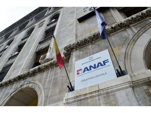 Șase firme cu sedii în București și județul Gorj au vândut machiaje de 62,5...