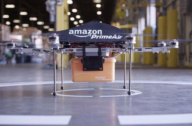 [VIDEO] Amazon a efectuat prima livrare folosind o drona