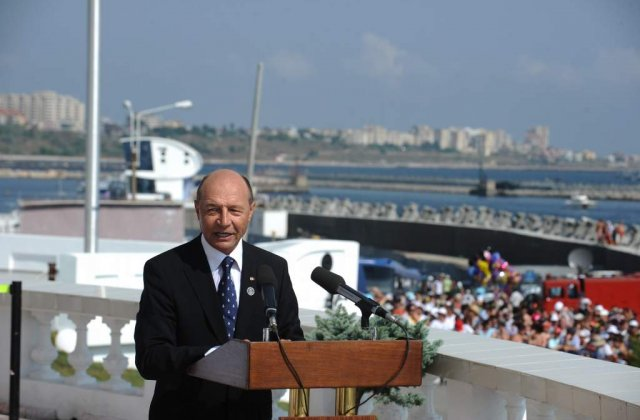 Basescu renunta la serviciile politiei