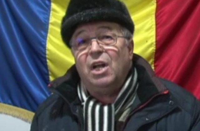 Primar din Botosani, atacat cu oua pentru ca nu a organizat petrecere de Revelion. Satenii protesteaza de 3 zile