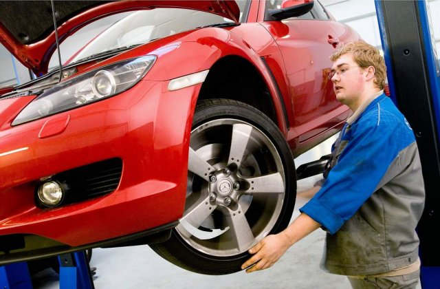 Cum sa reduci cheltuielile la reviziile obligatorii, cand ai masina in garantie
