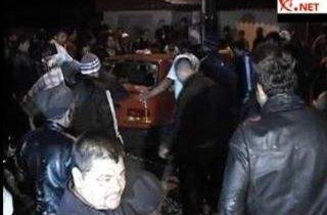 [VIDEO] Violente in strada la Glina pe fondul unei crime