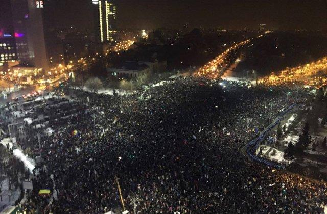 LIVE VIDEO. Incidente in Piata Victoriei, cu mai multi raniti. Jandarmeria le cere oamenilor sa plece