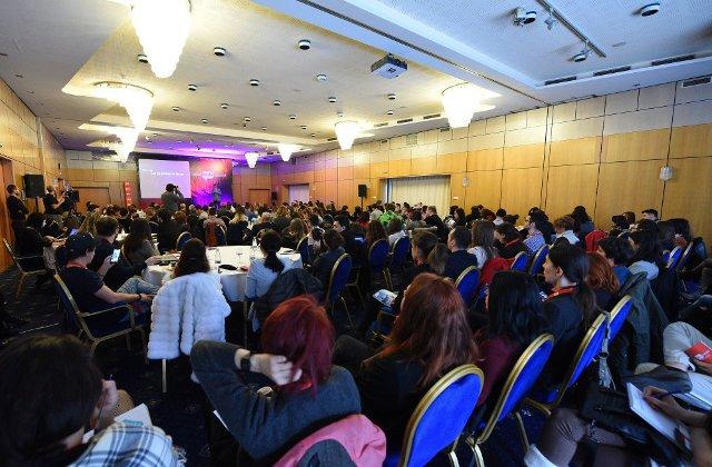Digital Report se lanseaza la Social Media Summit Bucuresti