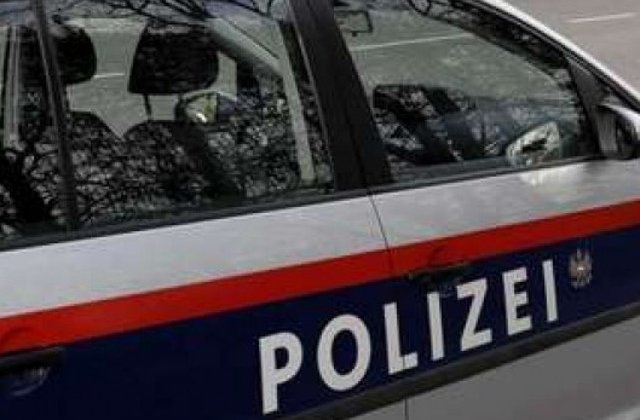 Austria: 8 migranti irakieni, condamnati la inchisoare dupa ce au violat o turista