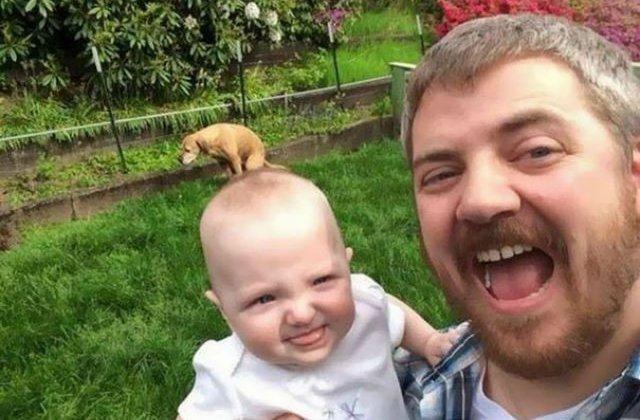 TOP 10 cele mai amuzante selfie-uri. Ce au surprins in fundal