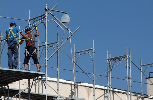 Timisoara: Doi muncitori au murit, dupa ce tavanul unei cladiri s-a prabusit peste ei