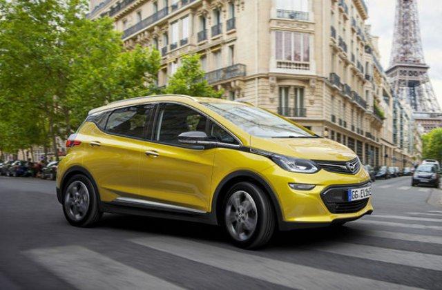 """Companiile petroliere anticipeaza declinul cererii pentru masini traditionale: """"Electricele vor avea pana la 30% din piata in 2030"""""""