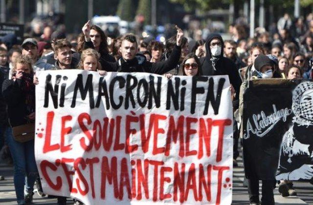 """Manifestatii """"anticapitaliste"""" in mai multe orase franceze, afectate de cateva incidente, in urma alegerii lui Macron"""