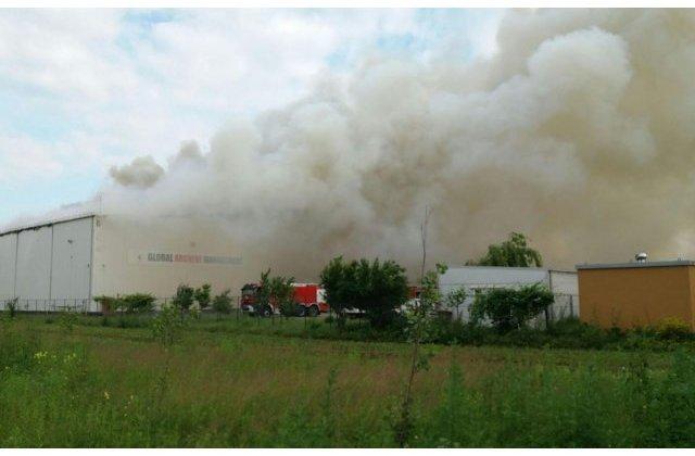 Incendiul declansat la depozitul de documente din Ilfov, stins dupa 10 zile