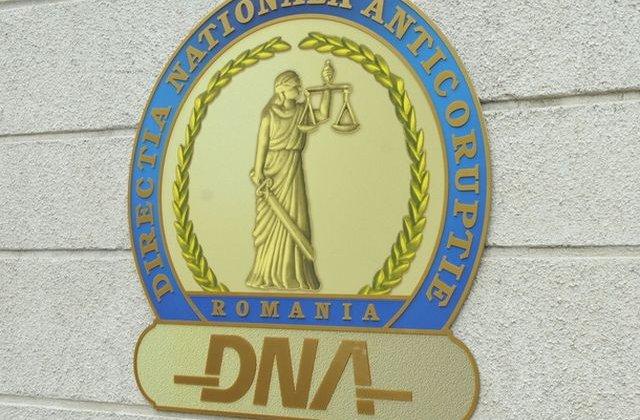 DNA: Prim-procurorul Parchetului Tribunalului Botosani Raluca Stancescu, retinuta 24 de ore pentru santaj
