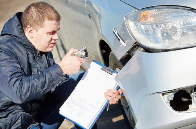 Normele de aplicare pentru legea RCA au fost aprobate: soferul alege service-ul si pastreaza clasa bonus la schimbarea masinii