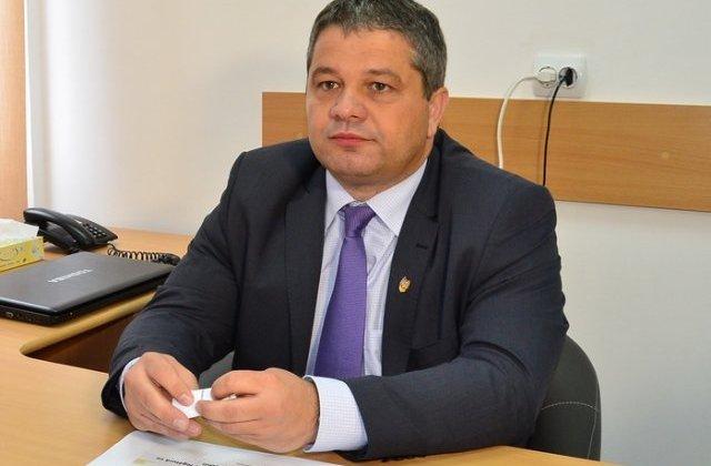 Bodog: O demit pe directoarea adjuncta de la DSP Botosani, care toata ziua posteaza bancuri pe Facebook