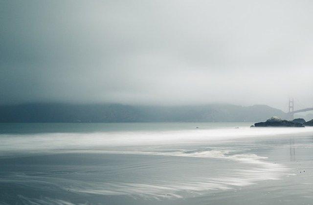 """M. Britanie: Peste 100 de persoane au avut nevoie de ingrijiri medicale pe coasta de est a Sussex, afectata de o """"ceata toxica"""""""