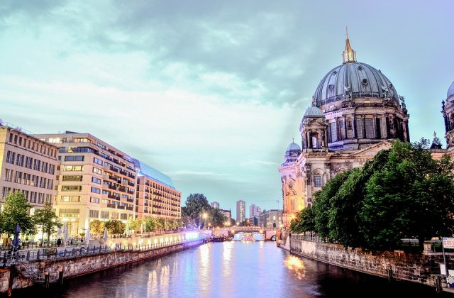 Alerta cu bomba la Ambasada Canadei de la Berlin