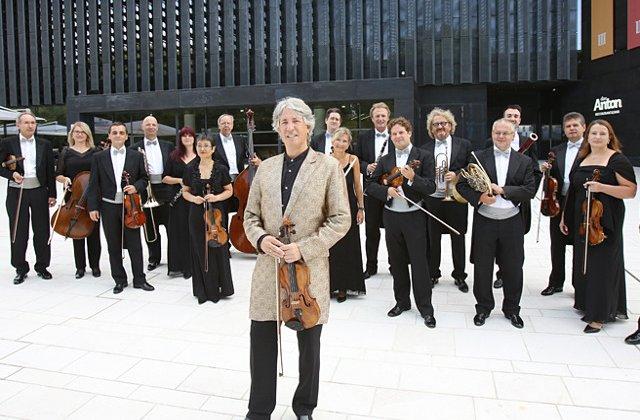 Johann Strauss Ensemble & Russell McGregor aduc stralucirea Craciunului vienez in Romania!