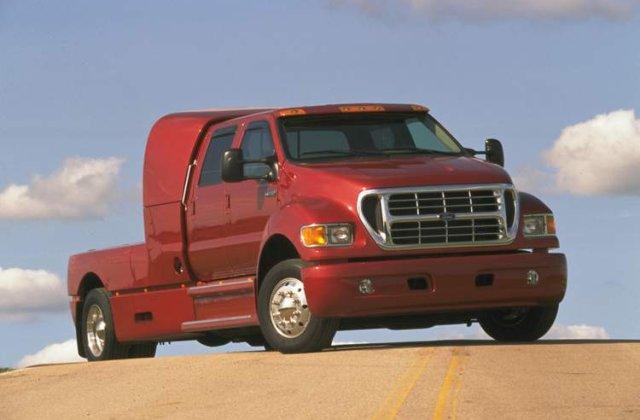 Cum fac americanii economie de carburant? Inlocuiesc motorul L6 cu un V10!