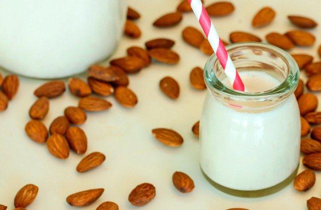 10 beneficii ale laptelui de migdale. De ce trebuie sa il incluzi cat des in alimentatia ta