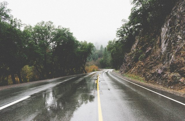 Informare ANM - ploi si intensificari ale vantului. La munte va ninge