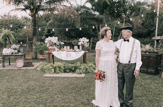 Nu aveau poze de la nunta asa ca le-au facut 60 de ani mai tarziu. Doi batrani au retrait cea mai fericita zi din viata lor