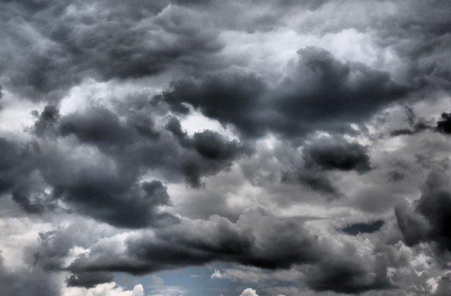 [Video] Furtuna Ophelia a ucis o femeie si doi barbati in Irlanda. Rafalele de vant au atins 150 km/h