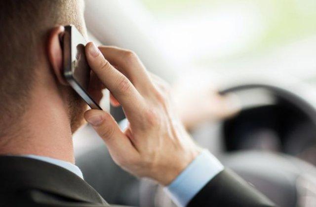 Sondaj: 6 din 10 soferi romani vorbesc la telefonul mobil in timp ce conduc, iar 4 din 10 trimit mesaje text