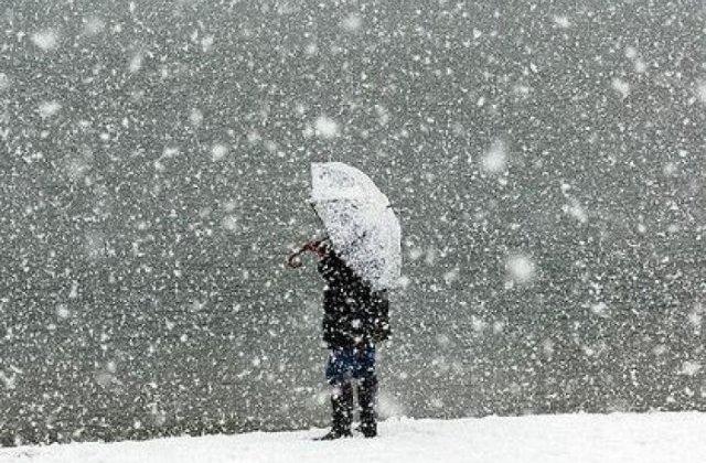 Pronoza meteo pentru weekend: Intensificari ale vantului, lapovita si ninsoare la munte, disconfort termic