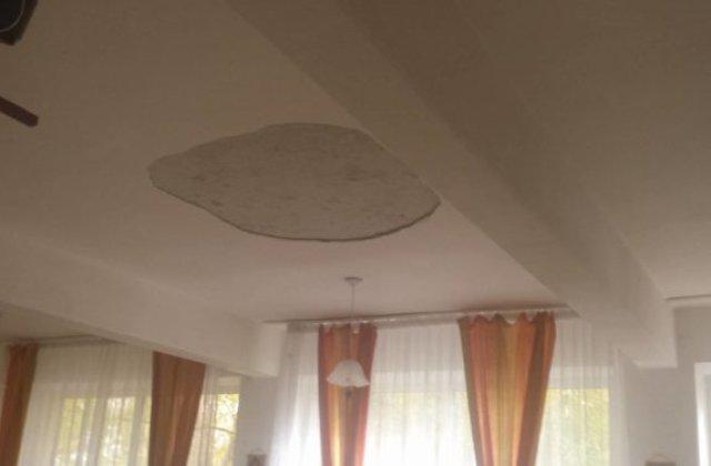 Alexandria: Trei copii au fost raniti dupa ce o bucata de tencuiala s-a desprins de pe tavanul unei sali de curs