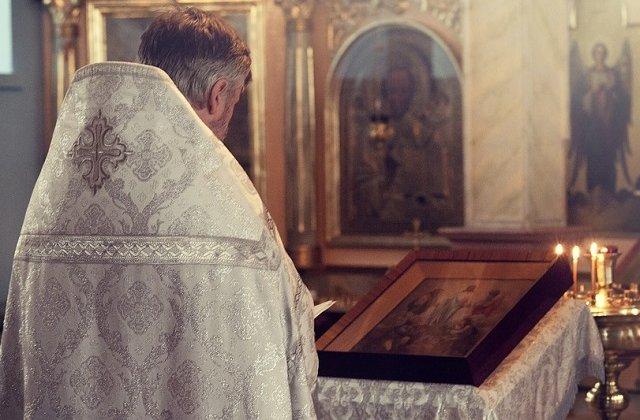 Un preot din judetul Dolj a fost gasit spanzurat in curtea casei
