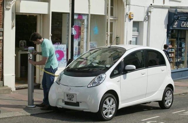 Cat costa o masina electrica in America si cat costa in Europa
