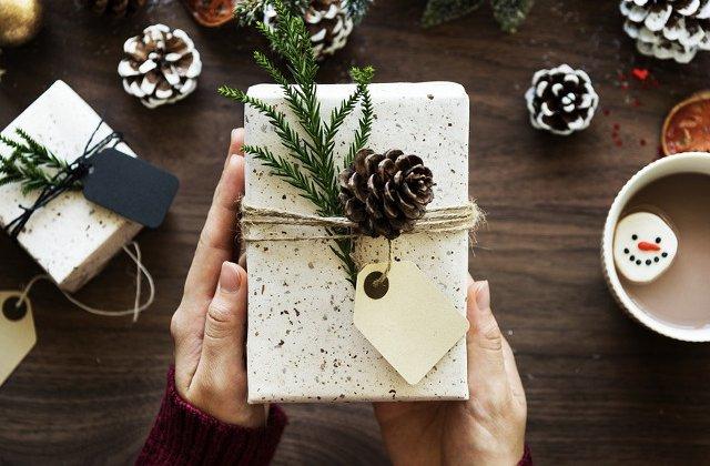 6 idei de cadouri de Secret Santa pentru colegi