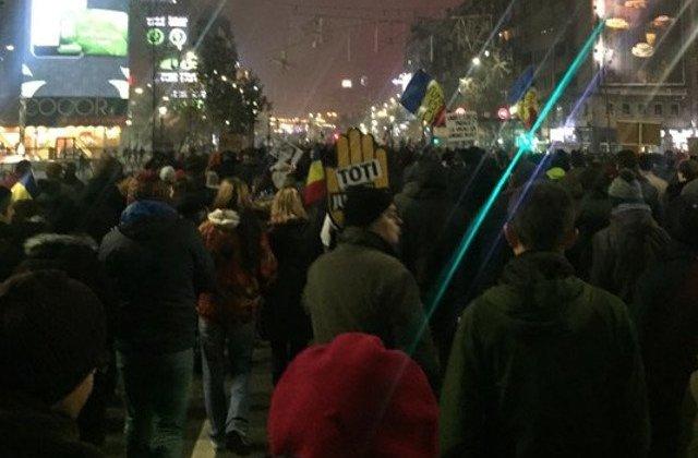 [Update] Protest in Piata Victoriei, ca urmare a pregatirilor pentru targul de sarbatori organizat de Primarie