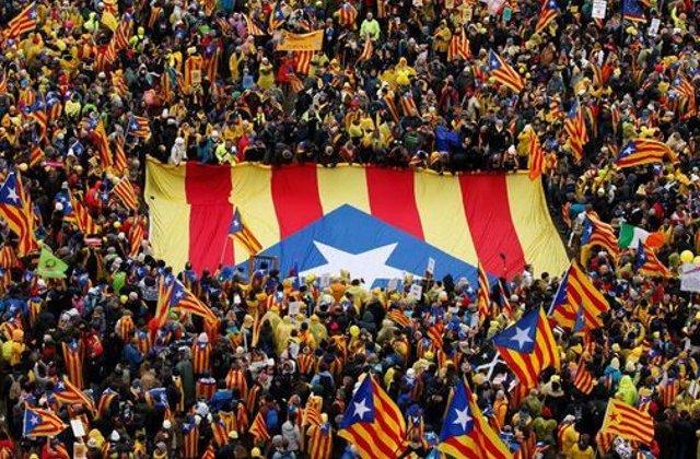 Peste 10.000 de catalani separatisti au iesit, joi, pe strazile din Bruxelles, pentru a cere ajutorul UE