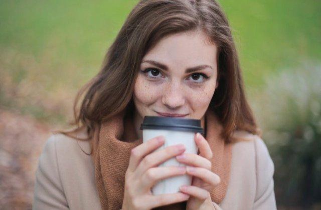 Merita sa-ti schimbi ritualul de dimineata? 5 schimbari care survin daca inlocuiesti cafeaua cu o plimbare