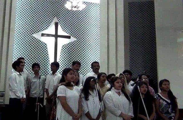 5 oameni au fost ucisi intr-un atac sinucigas, la o biserica din Pakistan