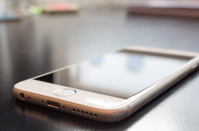 Apple isi cere scuze pentru ca incetineste performanta iPhone-lor vechi