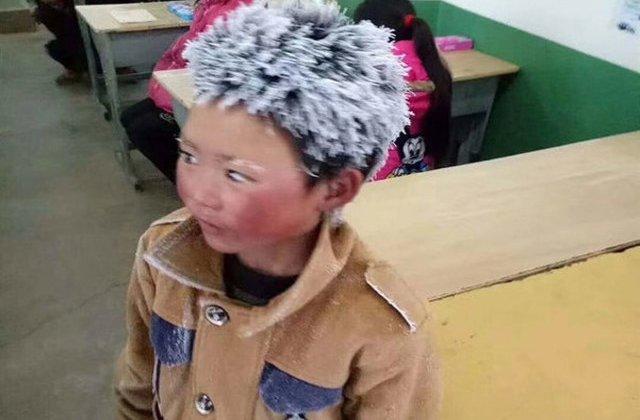 [FOTO] A mers 4.8 kilometri prin ger pentru a ajunge la scoala. Povestea lui te va emotiona