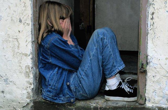 5 comportamente ale adultilor determinate de traume din copilarie