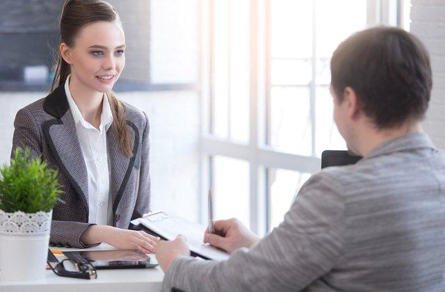 6 idei vestimentare cu care o femeie poate impresiona la interviul de angajare