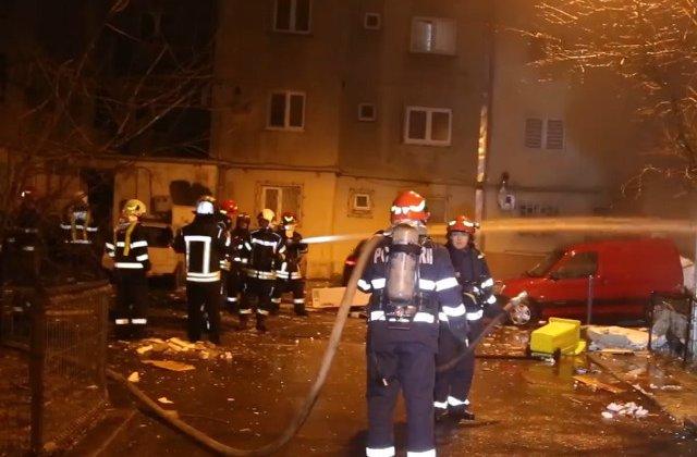 16 masini au fost avariate de o explozie urmata de un incendiu, pe Bulevardul Sincai din Capitala / VIDEO