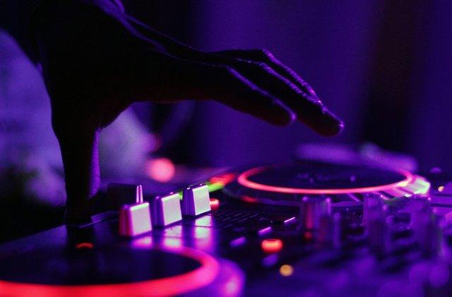 Un DJ a creat un album special care ii va ajuta pe oameni sa doarma mai bine