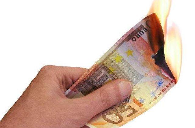"""In spatele crizei din Grecia """"fierb"""" doua viziuni privind euro"""