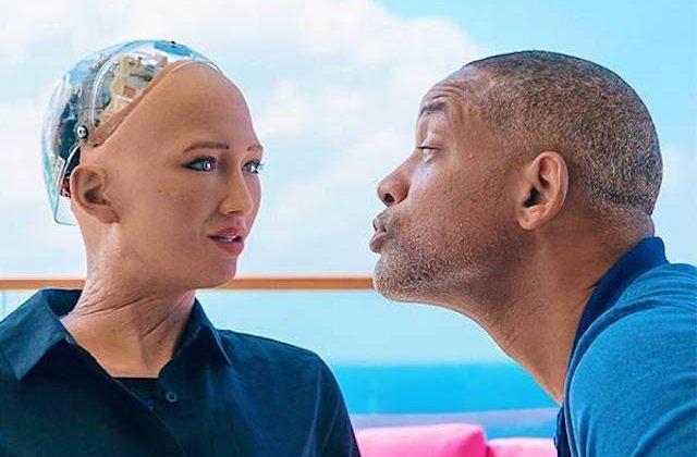 Reactia robotului Sophia la incercarea lui Will Smith de a o cuceri / VIDEO