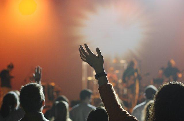 Participarea la un concert o data la doua saptamani creste speranta de viata