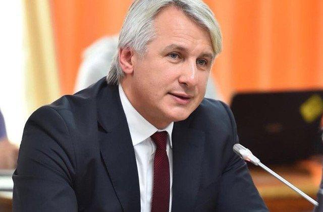 Teodorovici: Premierul a spus clar ca bugetarii care au cerut vor primi salariile inainte de Paste