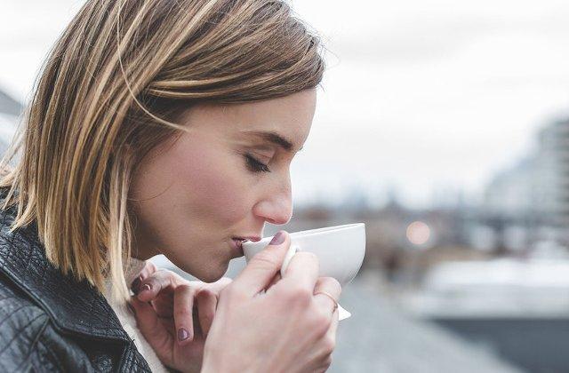 Consumul unor doze mari de suplimente cu ceai verde poate fi asociat cu leziuni hepatice