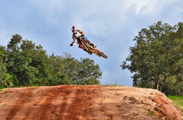 Motocross: 10+ salturi atat de periculoase incat te vor face sa tresari