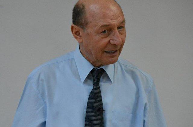 Basescu: Votam motiunea, doar nu o sa o votam pe Dancila