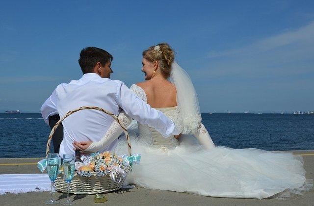 10+ fotografii de nunta care arata ca pentru a fi fericit nu e nevoie de un eveniment fastuos